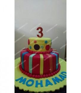 کیک 2 طبقه طرح خال خالی