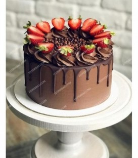 کیک خامه ای توت فرنگی ۱