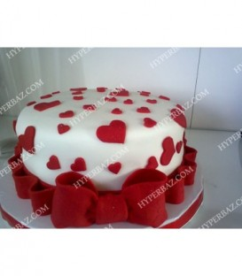 کیک طرح پاپیون و قلب قرمز